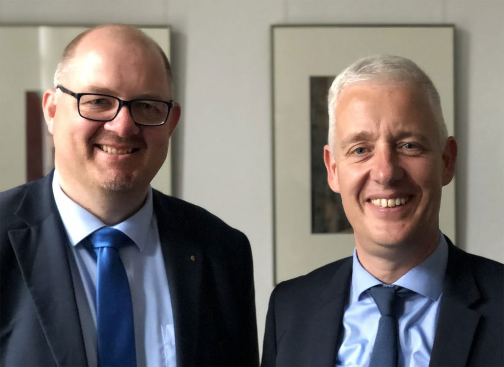 Markus Stanggassinger und Jürgen Müller werben für Borkumer Projekte beim Landrat